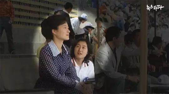 朴槿惠麻烦了,闺蜜干政震动朝野,谁在掌控韩国?
